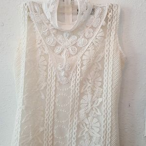 Dresses & Skirts - Elliatt white lace dress